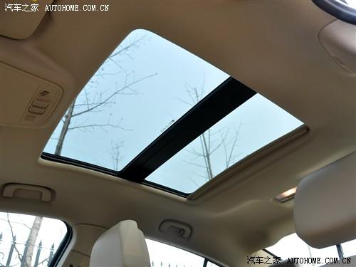 『新君越的大天窗看起来不错』-新生力量挑战车坛霸主 新君越对比雅阁高清图片